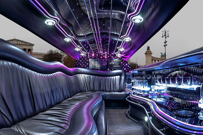 Party limuzin bérlés Budapest - Chrysler fehér limuzin