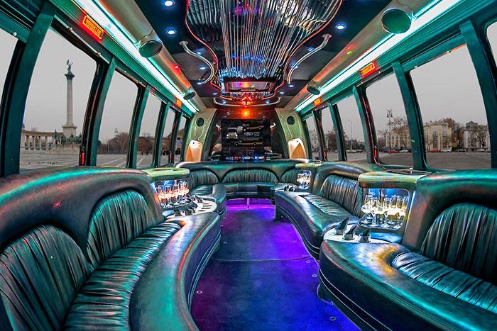 Party busz bérlés Budapest - Ford party busz